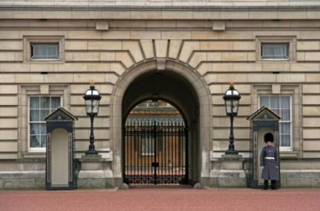 Jaya Savige invited to Buckingham Palace